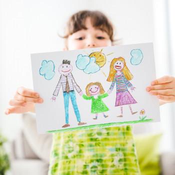 Por qué debes animar a tu hijo a que dibuje un autorretrato