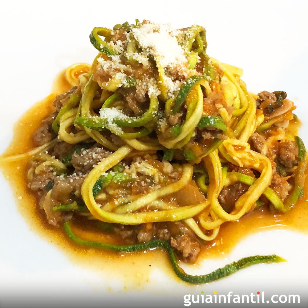 Receta de espaguetis de calabacín con salsa a la boloñesa
