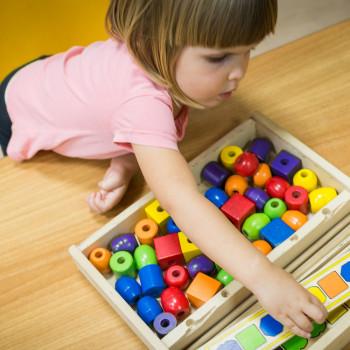 6 juegos Montessori para hacer en casa con los niños