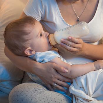 Dar cereales al bebé por la noche para que duerma más