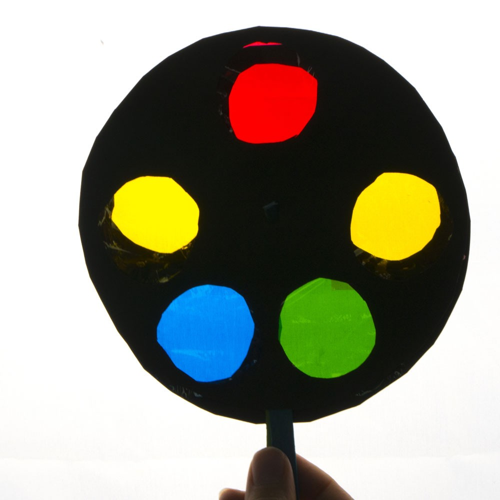 Rueda cromática para mezclar colores. Experimento para niños