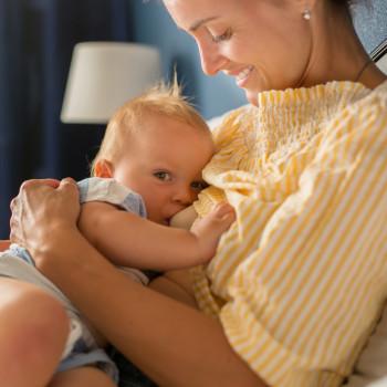 La lactancia materna protege a la mujer de sufrir osteoporosis