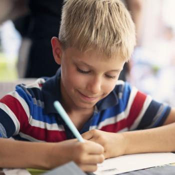 12 dictados cortos temáticos sobre el deporte para hacer con los niños