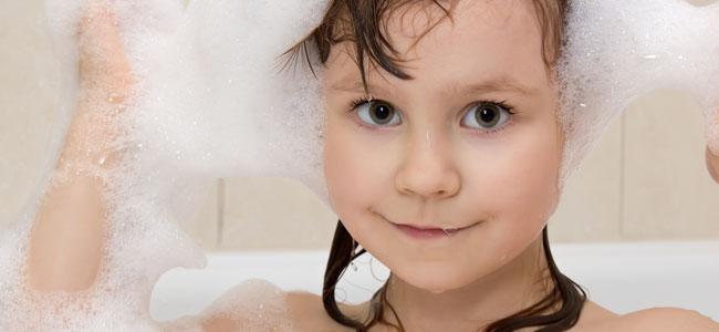 Cuando los niños pueden bañarse solos
