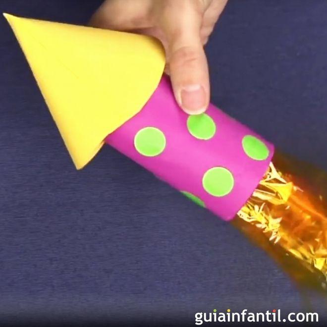 Cohete con rollo de papel higinico reciclado