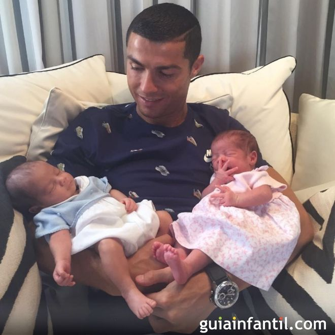 Cristiano Ronaldo con sus gemelos Mateo y Eva