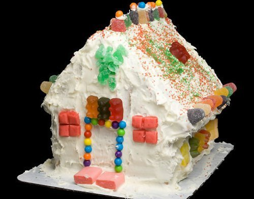 Tarta para el cumpleaños de los niños. Una casita