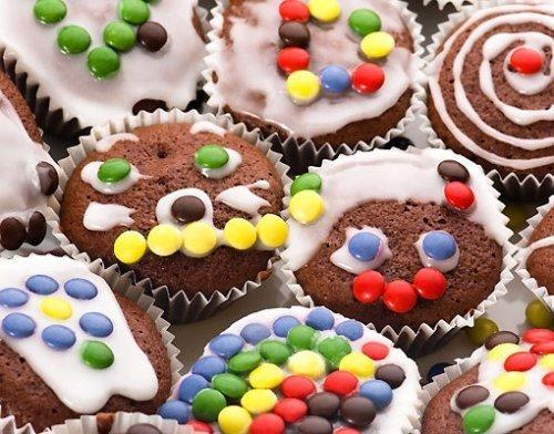 Tarta para el cumpleaños de los niños. Magdalenas o muffins