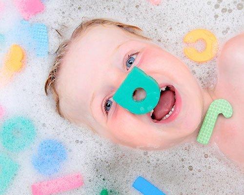 Aprender el abecedario durante el baño