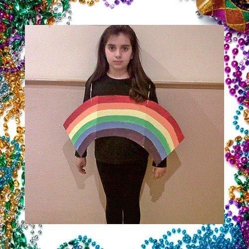 Disfraz casero de arco iris para los niños