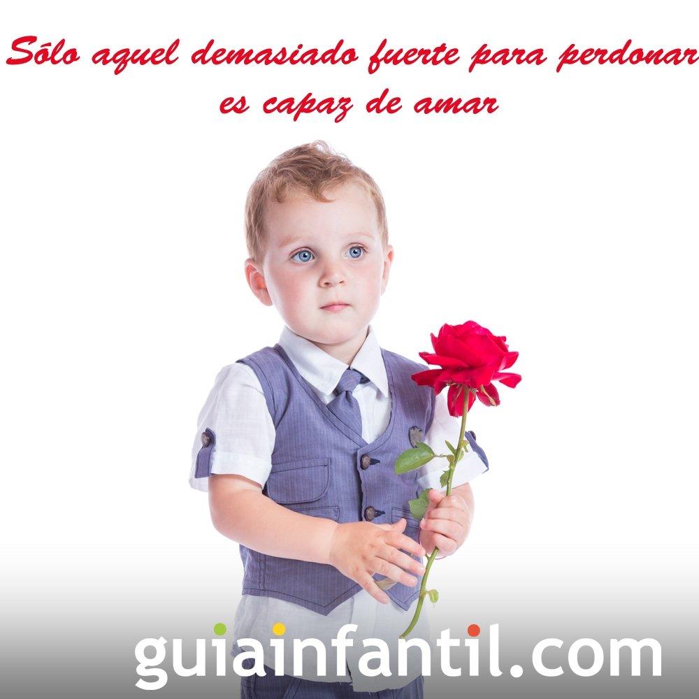 Niño con una rosa. Frases de amor para motivar