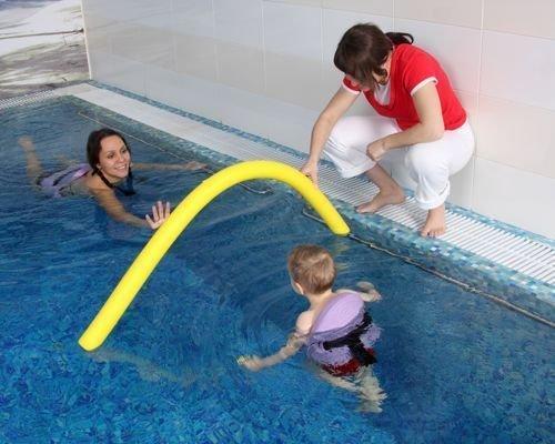 8. Primeros desplazamientos del bebé por el agua