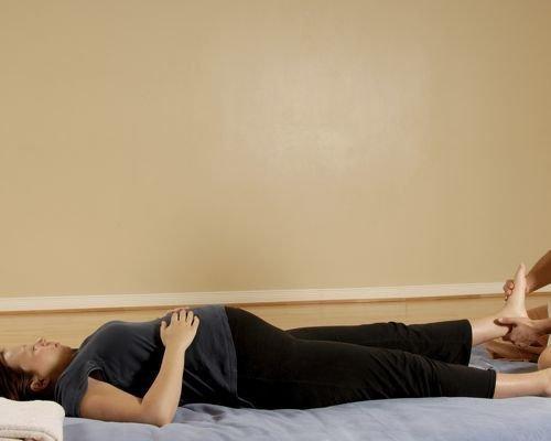 1. Relajar los pies de la embarazada