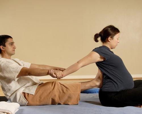 8. Favorecer la flexibilidad de los brazos de la embarazada