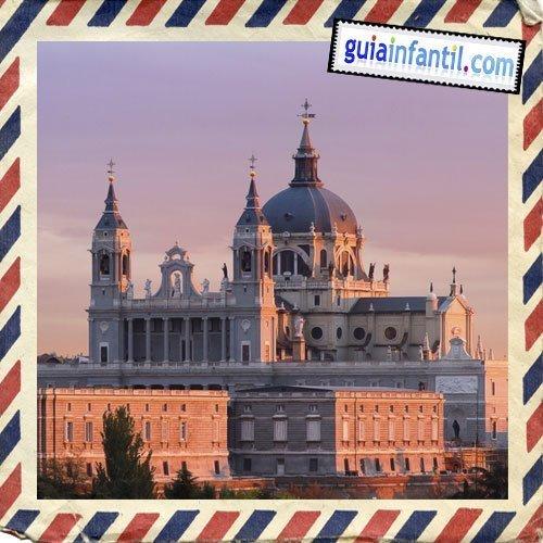 Catedral de La Almudena. Viajar a Madrid con los niños