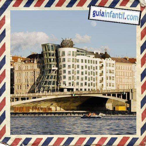 La Casa Danzante. Viajar a Praga con los niños