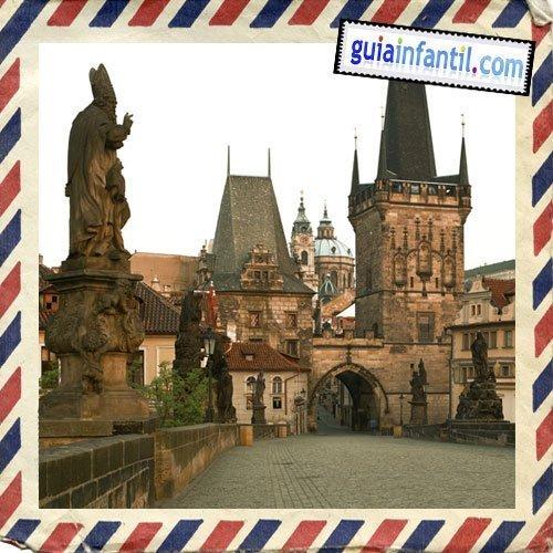 Torre del puente de Carlos. Viajar a Praga con los niños