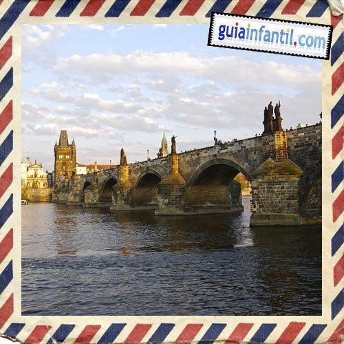 Puente de Carlos. Viajar a Praga con los niños
