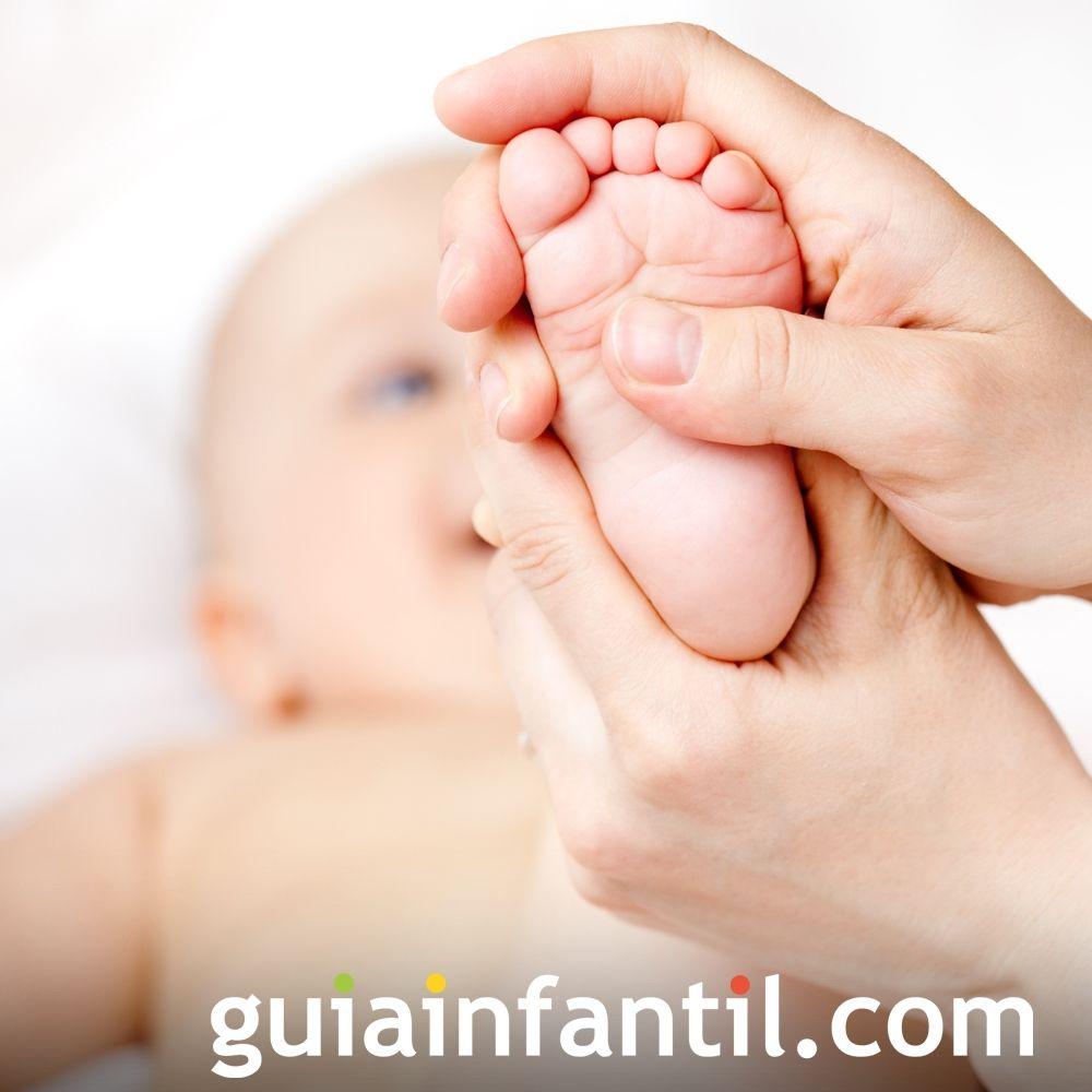 Paso 2. Masajea los pies de tu bebé