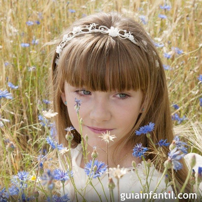 Peinados de Primera Comunión para niñas. Diadema con flequillo