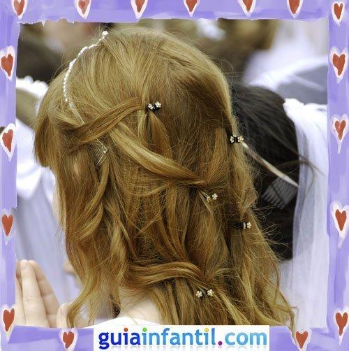 Peinados de Primera Comunión para niñas. Semirecogido con flores
