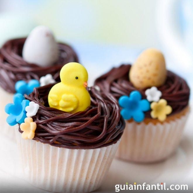 Muffins de Pascua decorados. Huevos y  pollitos