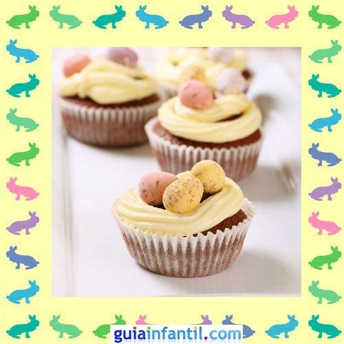 Muffins de Pascua decorados. Huevos con crema