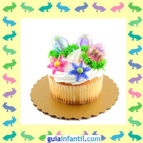 Muffins de Pascua decorados. Nata y flores