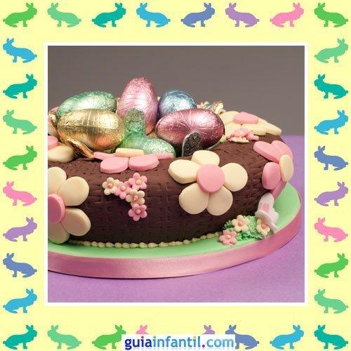Tartas de Pascua decoradas. Pastel de huevo y flores