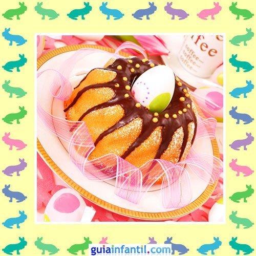 Tartas de Pascua decoradas. Bizcocho de huevo y chocolate