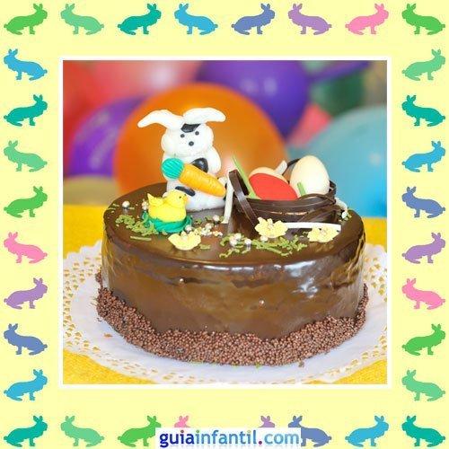 Tartas de Pascua decoradas. Pastel de chocolate y muñecos