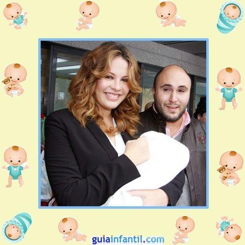 Kiko Rivera y Jessica Bueno con Francisco recién nacido