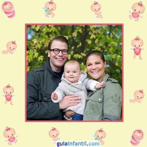 Victoria y Daniel de Suecia con su hija Estella