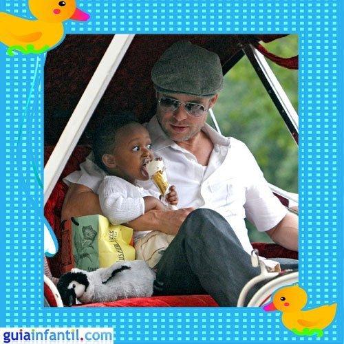 El actor Brad Pitt con la pequeña Zahara Marley