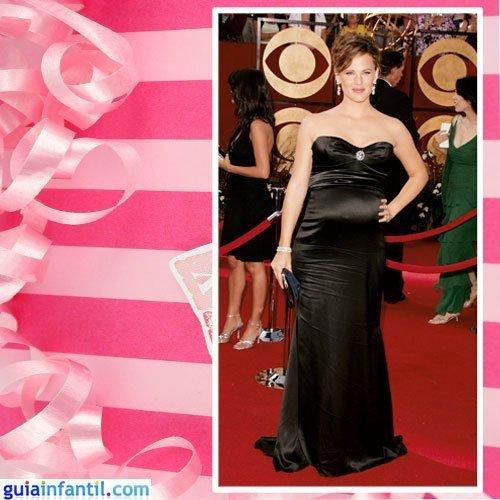 La actriz Jennifer Garner embarazada con vestido de raso negro
