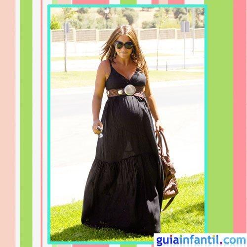 La actriz Paula Echevarría embarazada con vestido de verano largo étnico