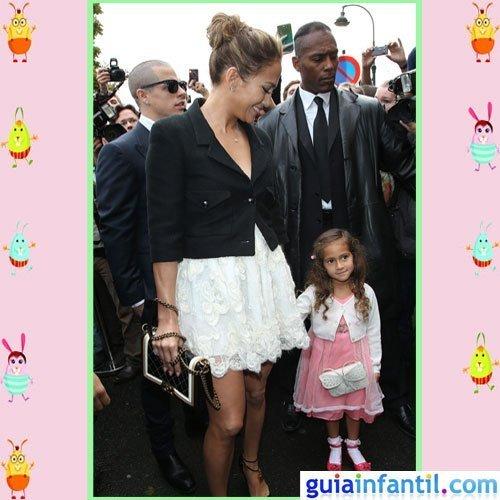 La cantante Jennifer López y su hija Emme comparten moda de fiesta