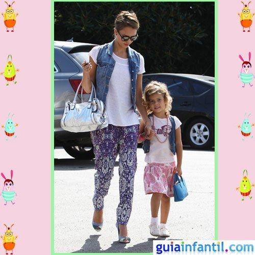 La actriz Jessica Alba y su hija Honor a la moda hippie