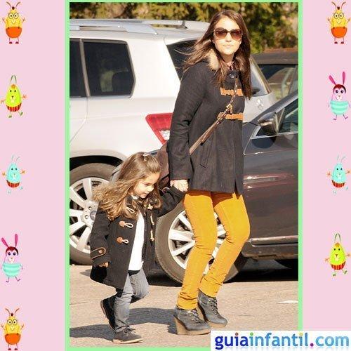 La actriz Paula Echevarria y Daniela con la misma parca de otoño