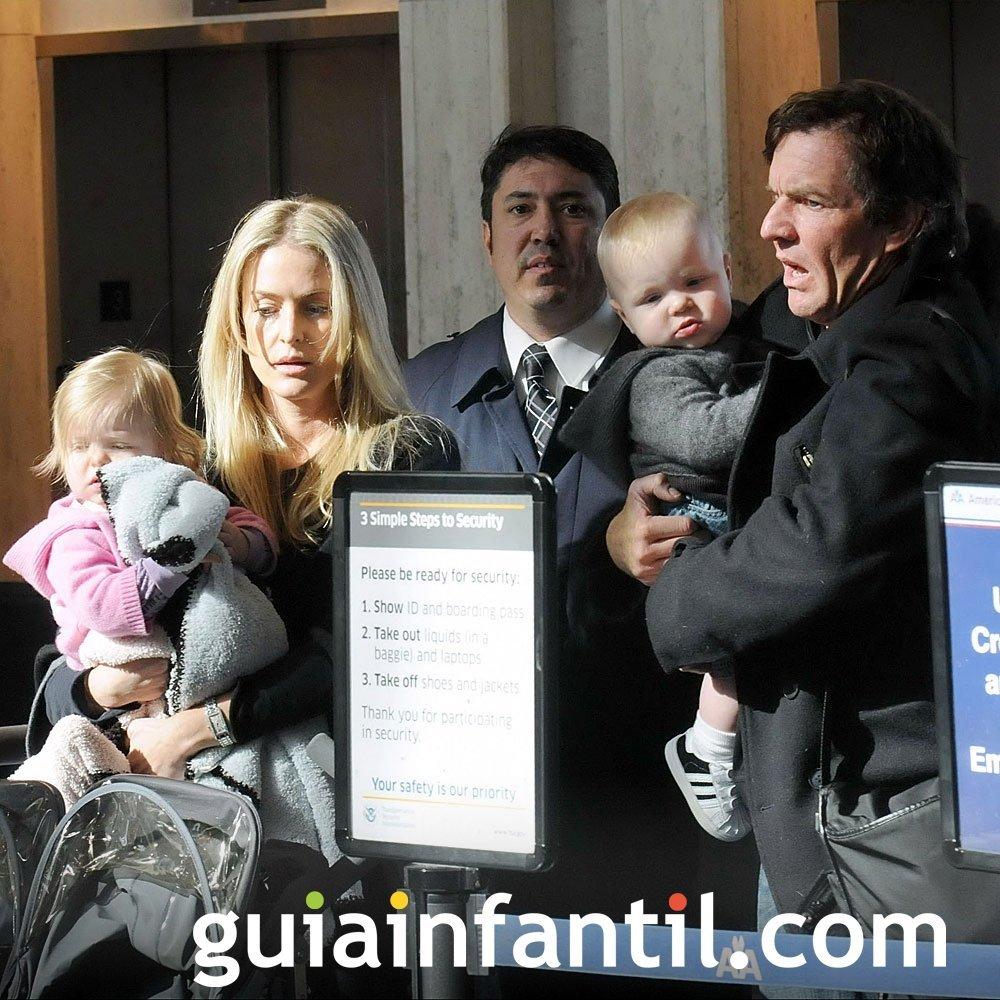 El actor Dennis Quaid con sus dos hijos mellizos