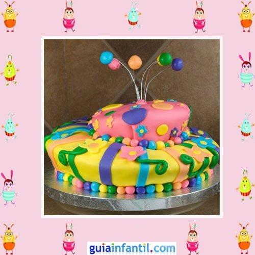Tarta decorada con fondant inspirada en una mariposa