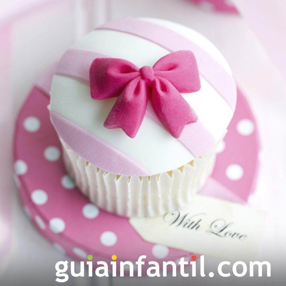 Cupcake con lazo para regalar el Día de la Madre