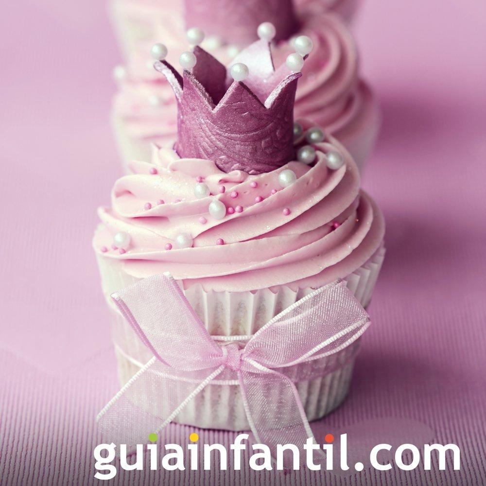 Cupcake decorado con una corona para el Día de la Madre
