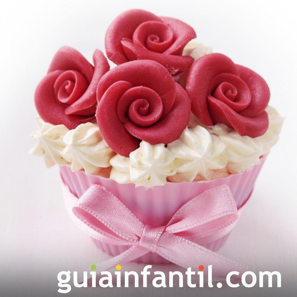 Cupcake decorado con rosas para el Día de la Madre