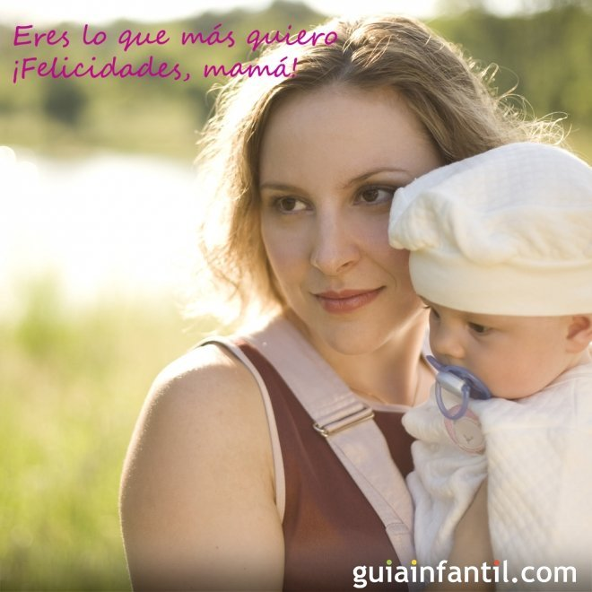 Postales para regalar el Día de la Madre. Niña con su mamá