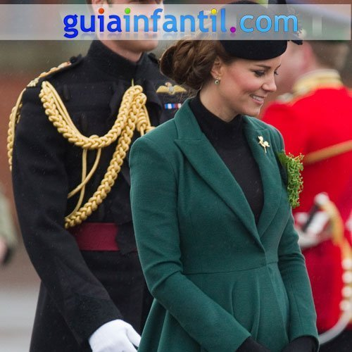 Kate Middleton luce tripa de embarazada