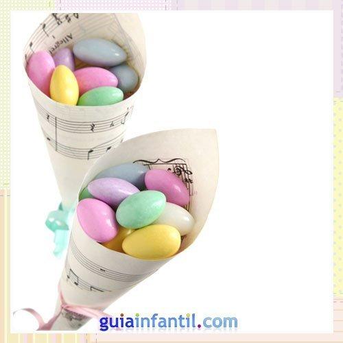 Cucurucho de dulces para regalar en bautizos