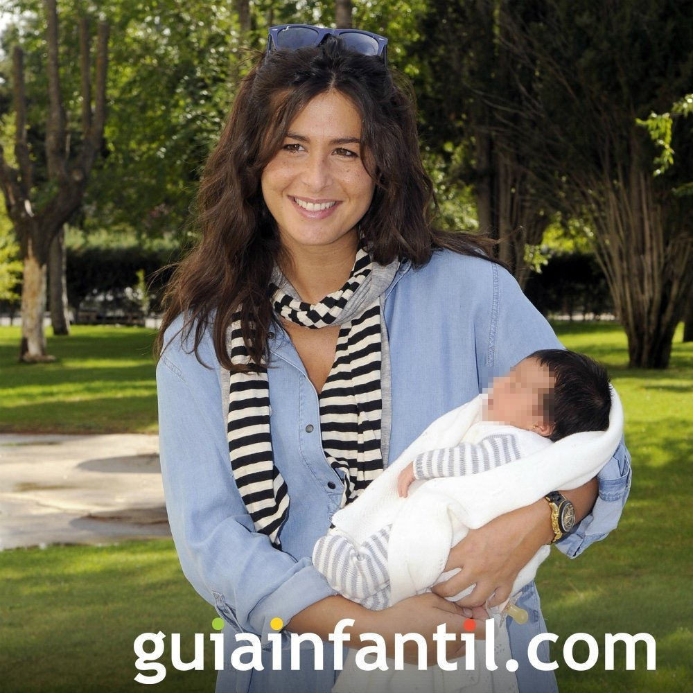 Nuria Roca y su bebé Olivia
