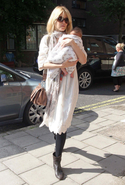 Claudia Schiffer con su bebé Cosima Violet Vaughn