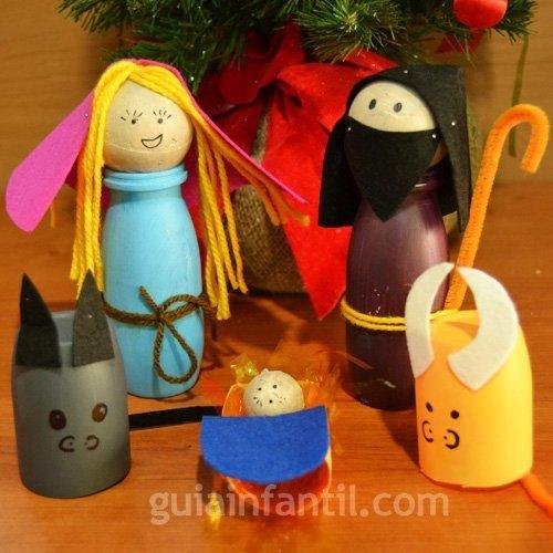 Belén de Navidad con figuras recicladas